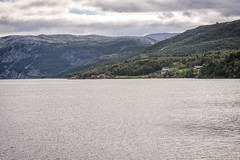 Living at nice place (BlossomField) Tags: fjord landscape mountain saltstraumen nordland norwegen nor