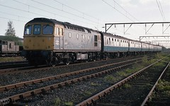 CROMPTON IN CHESHIRE (Malvern Firebrand) Tags: sulzer 33017 approaches crewe 17586 working cardiff cheshire crompton class33 33xxx 330 brcw type 3 type3 scrapped passenger vehicles coaches loco locomotives sidings wires