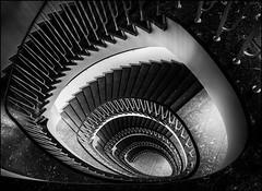 - Gehrkenshof - (antonkimpfbeck) Tags: gehrkenshof hamburg treppenauge staircase spiralstair architektur monochrome fujifilm