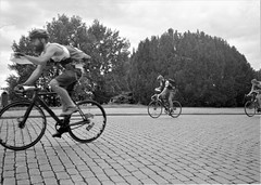 2018-11-08-0001 (fille_ennuyeuse) Tags: black white film 35mm kodak tmax 400 analog szececin poland berlin europe germany ecmc bike messengers sarah max pedro ben mateo