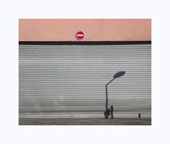 Beau temps (hélène chantemerle) Tags: mur rideau soleil ombre panneau rose gris urbain ville rue wall noparking street city sun shadow pink gray
