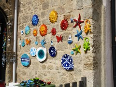 Pottery souvenirs (pefkosmad) Tags: rhodes rodos rhodesoldtown rhodestown backstreets holiday vacation vacances exploring cats feralcats greece greekislands griechenland dodecanese town pottery plates souvenirs