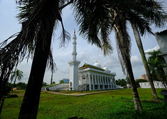 Mosque in Batam, Indonesia (` Toshio ') Tags: toshio batam indonesia mosque asia asian building palmtrees park fujixt2 xt2 islam religion