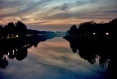 Il fiume di Firenze .. sunset (michele.palombi) Tags: florence arno film35mm kodak ultramax400 sunset 35mm tuscany analogic riflessi
