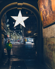 Marktgasse (Bephep2010) Tags: 2018 35mmf14dghsmart 7markiii alpha altstadt bern gemälde herbst ilce7m3 marktgasse nacht schweiz sigma sony stern switzerland weihnachtsdekoration autumn christmasdecorations fall night oldtown painting star ⍺7iii kantonbern ch