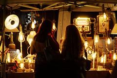 verso la luce (duegnazio) Tags: italia italy lazio roma rome duegnazio canon40d bancarella donne women controluce backlight night notturna parcopontevecchio