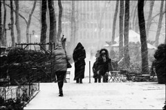 Bryant Park in Winter Time. (Mroovac) Tags: winter snow wind people sidewalk park bryantpark newyork newyorkcity nyc ny manhattan street streetphotography nikon nikond850 voigtländer voigtlanderultron40mmf2sliis 2019