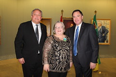 SASKATCHEWAN: Award recipient/lauréate Judy Craig, with/avec the Honourable/l'honorable Gordon Wyant, Minister of Education/ministre de l'Éducation, and/et Terry Dennis, legislative secretary/secrétaire législatif