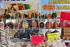 Manzanas con azúcar, con miel, turrones. (Pontius Pilatuss) Tags: azucar apple manzana colors colores postres dessert miel honey turrones nougats almendras shop tiendo mercado market andalucia andalusie