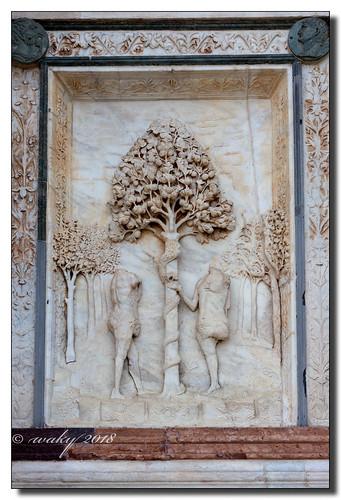 Detalle en mármol de la fachada de la Certosa de Pavía