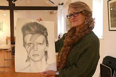 Debbie on Saturday collecting her #DavidBowie #Bowie commission #musiclegend #icon #drawing #pencildrawing #pencil #pencilmagic #lovepencils #portrait #blacknwhite #art #Peterborough #artist #happycustomer #loveart (Tony Nero) Tags: artoftonynero tony nero art peterorough cambridgeshire creative out about craft paintings