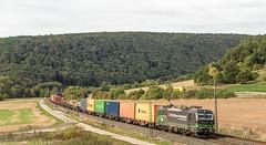 043_2018_09_26_Harrbach_6193_210_ELOC_SBB_Cargo_International_mit_Containerzug ➡️ Würzburg (ruhrpott.sprinter) Tags: ruhrpott sprinter deutschland germany allmangne nrw ruhrgebiet gelsenkirchen lokomotive locomotives eisenbahn railroad rail zug train reisezug passenger güter cargo freight fret bayern maintal atlu bb byb db dispo eloc evb hctor lm öbb rpool sbbcargointernational siag slg sncb stock 0185 0425 0445 0620 1016 1116 1214 1428 1440 242 3202 6152 6182 6185 6186 6187 6189 6193 711 7186 es64u2 es64f4 logo natur outddor harrbach