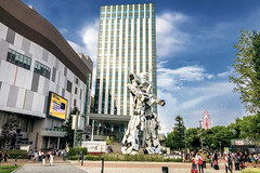 Unicorn Gundam Statue in Odaiba  - Tokyo (Japan) (Andrea Moscato) Tags: andreamoscato giappone japan nippon nihon 日本 sollevante view vivid light shadow ombre city città people persone street strada road tourist town tokyo metropoli white yellow 東京 metropolis japanese giapponese capitale capital prefecture prefettura district building edificio architecture architettura pedestrian ward quartiere vista buildings centre statua cielo sky clouds nuvole ombra attraction island isola replica iron green trees parco paesaggio landscape luce day shop