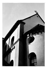 Shiny Can (Thomas Listl) Tags: thomaslistl blackandwhite biancoenegro noiretblanc analog filmphotography film ilford minoltax700 monochrome hp5 ilfordhp5 architecture building light sunlight contrasts lightandshadow church neumünster würzburg