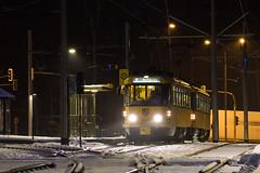 Tatra T4D-MT 224 267 (rengawfalo) Tags: tram tramway dresden tatra t4d sachsen saxony strasenbahn train railroad bahn dvbag tranvia tramvaj ckd elektricka öpnv tramwaj sporvogn road car city urbanrail publictransport people tree nacht night