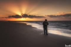Deja el móvil y disfruta! - Leave the phone and enjoy! (danielfi) Tags: sanlúcar de barrameda cádiz playa beach sunset ocaso puesta sol sun dusk seascape paisaje cielo sky travel viaje silhouette silueta ngc