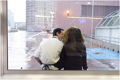 . (an to nin) Tags: lyon partdieu amoureux inlove amour baiser kiss pause street rue