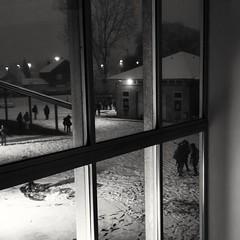 Dans la cour.... (objet introuvable) Tags: bnw blackandwhite nb noiretblanc winter hiver loght shadow neige snow monochrome contrast huawei
