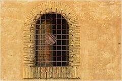 Trastevere , il cuore di Roma ... ( 2 ) (miriam ulivi) Tags: miriamulivi nikond3200 italia roma trastevere dettagli details finestra window monochrome