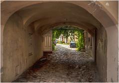 203- UNA ENTRADA A UZUPIS - VILNIUS - LITUANIA - (--MARCO POLO--) Tags: curiosidades ciudades rincones hdr grafitis