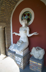 Székesfehérvár- Castello di Bory- statua 2: Ungheria (Silvio Spaventa - Spav'68) Tags: székesfehérvár castellodibory boryscastle statua statue sors destino destiny ungheria hungary nikon d90