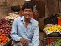 Inde, Commerçant souriant (Sam Larnax) Tags: inde commerçant