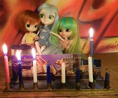 3rd Day (JoséDay) Tags: joyeuxhanouccah hanukkahblessing hanukkia9menora7 light candle 1st2nd3rd three dolls pullipdal tangkoudolls creativeonthetable coolpixp500 nikoncoolpixp500 home myhouse hanukkahsameach chagurimsameach חג חנוכה שמח
