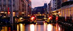 Hamburg (Miradortigre) Tags: noche night hamburg hamburgo alemania germany river rio canal channel water agua luces lights 德国 ドイツ германия
