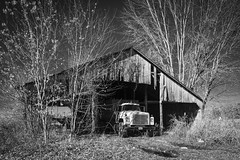 Farm Monochrome (Notley Hawkins) Tags: missouri notley notleyhawkins 10thavenue httpwwwnotleyhawkinscom missouriphotography notleyhawkinsphotography ruralphotography ruralusa farm riverbottoms cedarcitymissouri callawaycountymissouri monochrome blackandwhite 2018 november facade