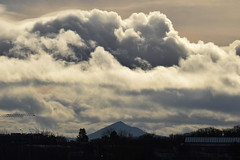 Midday Clouds (eigjb) Tags: dublin ireland sky clouds sugar loaf mountain irish cumulus noon midday january 2019 nature natural world