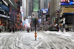 Times Square (erichudson78) Tags: usa nyc newyorkcity manhattan timessquare paysageurbain urbanlandscape snow neige canoneos6d canonef24105mmf4lisusm panneau billboard rue street bâtiment ville town