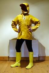 Ready to explore in yellow (essex_mud_explorer) Tags: hellyhansen nusfjord yellow rainboots rainwear raincoat raingear rainjacket wellies wellingtons wellingtonboots rubberboots rubberlaarzen gummistiefel gumboots hunter hunterwellingtonboots hunterwellies