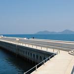 新設港の防波堤、遊歩道(海上歩道橋)、釣り浮桟橋、トイレ他、の写真