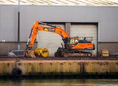 Shiny. (HivizPhotography) Tags: doosan dx380lc miller plant ltd aberdeen harbour stone excavator tracked hire construction quay heavy iron