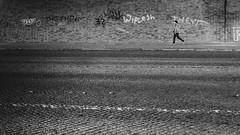 ESZET (Deinert-Photography) Tags: cityschlachte streetfotografie deutschland street schwarzweiss mann fujifilm23mmf14 schwarzweis bremen blackwhite graffiti fujifilmxt3 fusgänger citylife fuji graffitikünstler graffitisparyer graffitisprayer hb hansestadt man streetart streetphoto streetphotography ubanphotography urban xt3