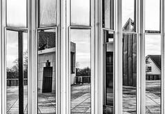 Spiegel-Vielfalt (tan.ja1212_2.0) Tags: architektur spiegelung fassade schwarzweis architecture reflection facade blackandwhite