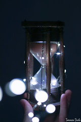 Hourglass with lights. (Tommaso Davite) Tags: clessidra hourglass glass legno wood old vecchia antica photography photographer photo photograph fotografia fotografo foto fotografica macchina macchinafotografica digital camera digitalcamera 50mm lens canon canoniani canon77d 77d eos reflex lights luci cold fredde