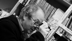 Robin signs the ladder (byronv2) Tags: robinince comedian standup comedy book writer author livre bookshop library bookstore edinburghbookshop bruntsfield edinburgh edimbourg scotland portrait sign signing writing ladder blackandwhite blackwhite bw monochrome bookstores books libreria librerias