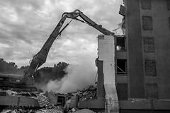 Alès Pres st jean-8744 (YadelAir) Tags: alès immeuble destruction pelleteuse débris démolition rue noiretblanc habitat hlm