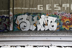 random graffiti (Thomas_Chrome) Tags: graffiti streetart street art spray can wall walls tampere suomi finland europe nordic illegal vandalism trackside liepo chrome