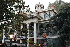 "Haunted Mansion Holiday • <a style=""font-size:0.8em;"" href=""http://www.flickr.com/photos/28558260@N04/32171644768/"" target=""_blank"">View on Flickr</a>"