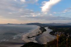 Praia da Guarda do Embaú e Rio da Madre (Sandro Helmann) Tags: santacatarina pedradourubu guardadoembaú riodamadre river praia beach rio brasil