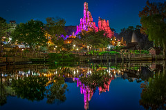 Big Thunder Mountain Railroad | Frontierland (Pandry 2015) Tags: rollercoaster canonphotography canon6d magickingdom vacation travel reflections colors thundermountain frontierland themepark orlando nightphotography nighttime disneyland waltdisneyworld disneyworld disney wdw