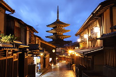 Night in Kyoto (Teruhide Tomori) Tags: 京都 東山 祇園 日本 寺院 五重塔 木造建築 伝統建築 日没 建物 空 pagoda temple kyoto japan japon architecture building construction sky sunset town night light 夜景 happyplanet asiafavorites