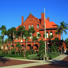 Red Brick Beauty (PelicanPete) Tags: keywest florida southflorida usa unitedstates arches floridakeys islandchain keywestmuseum red brick flag palm old historic architecture tree building tower historicbuilding large customshouse museum oldpostoffice contrast colorful redandblue redbrickbeauty sunlit multiplechimneys flags romanesque built1889 garden city sky georgehwbush 41 41stuspresident rip usflag halfmast squareformat tall