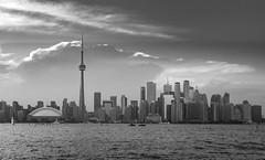 Canada - Toronto - Skyline (cmfritz) Tags: amerika kanada ontario toronto torontoislands urlaub schwarzweiss blackandwhite blackwhite skyline holiday water wasser himmel sky clouds wolken skyscraper wolkenkratzer