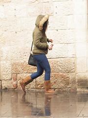 Walking in the Rain (zeevveez) Tags: זאבברקן zeevveez zeevbarkan canon people rain jaffastreet