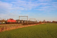 DBC 6411 + Militair vervoer | Terschuur, 18-11-2018 (Arnoud - Fotografie) Tags: trein train zug spoorlijn dbc 6411 militair mvv vervoer terschuur canon cargo goederentrein guterzug ns rail railway railroad