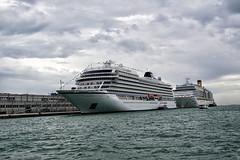 Hafen Venedig (ingrid eulenfan) Tags: italien italy italia venedig venezia wasser kreutzfahrtschiff hafen lagune mittelmeer adriaküste santacroce schiff boot himmel meer