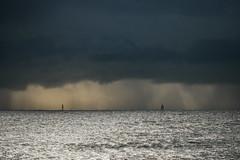 dans les grains (Mireille Muggianu) Tags: bouchesdurhone europe france laciotat provencealpescotedazur bateau boat ciel mer paysage pluie voilier samsung nx nx500